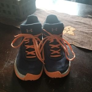 Girls size 4.5 basketball shoes